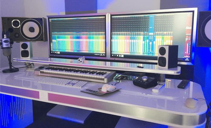 desk wit
